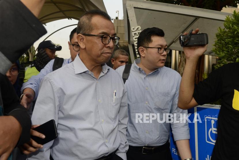 Mantan Direktur Utama PT Garuda Indonesia, Emirsyah Satar usai menjalani pemeriksaan di Gedung KPK, Jakarta, Rabu (17/7).