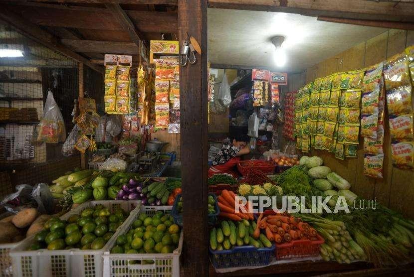 Penjual sayur di pasar.