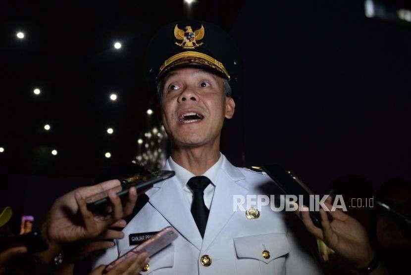 Gubernur Jawa Tengah Ganjar Pranowo  memberikan keterangan kepada media  usai menyambangi  Komisi Pemberantasan Korupsi (KPK), Jakarta, Rabu (9/5).