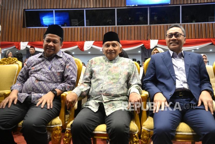 Refleksi Reformasi. Tokoh Reformasi Amien Rais (tengah), Ketua MPR RI Zulkfi Hasan (kanan), dan Wakil Ketua DPR RI Fahri Hamzah menghadiri 20 Tahun Refleksi Reformasi di Komplek Parlemen Senayan, Jakarta, Senin (21/5).
