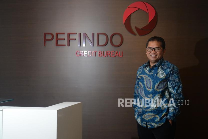 Presiden Direktur PEFINDO Credit Berau Yohanes Arts Abimanyu saat diwawancarai Republika, Jakarta, Rabu (8/5).