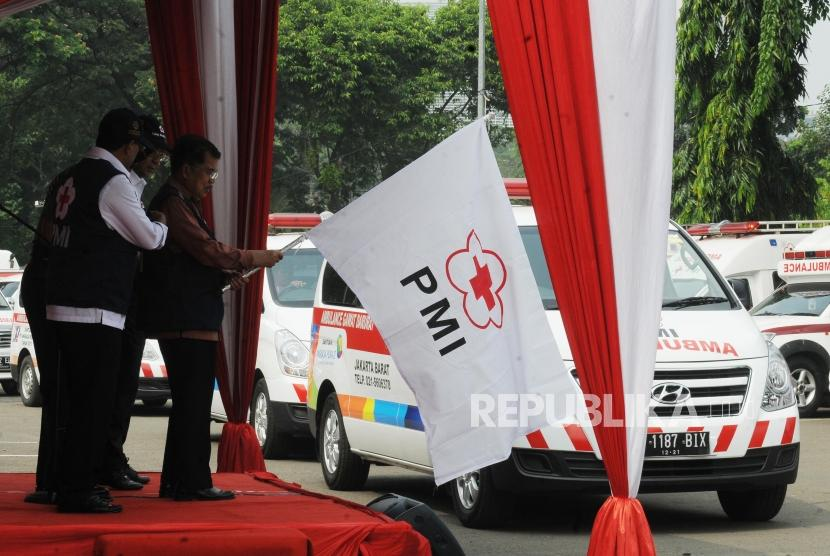 Vice President Jusuf Kalla sees off the Indonesian Red Cross (PMI) entourage of volunteer teams in the face of Eid al-Fitr 2018 at the Gambir Station parking area, Jakarta, on Thursday.
