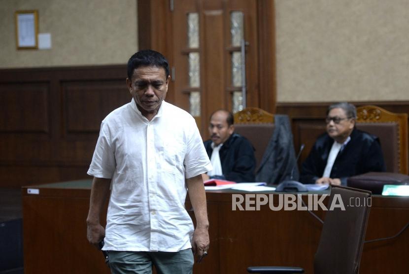 Sidang Dakwaan Irwandi yusuf. Gubernur Aceh nonaktif Irwandi Yusuf mengikuti sidang dengan agenda pembacaan dakwaan di Pengadilan Tipikor, Jakarta, Senin (26/11).