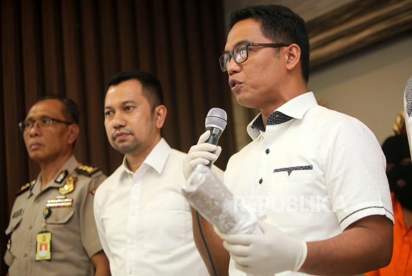 Dirresnarkoba Polda Metro Jaya Kombes Pol Suwondo Nainggolan (kanan).