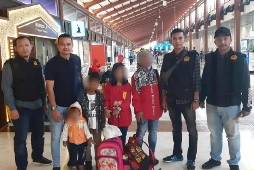 Kantor Imigrasi Cirebon Deportasi 12 WNA