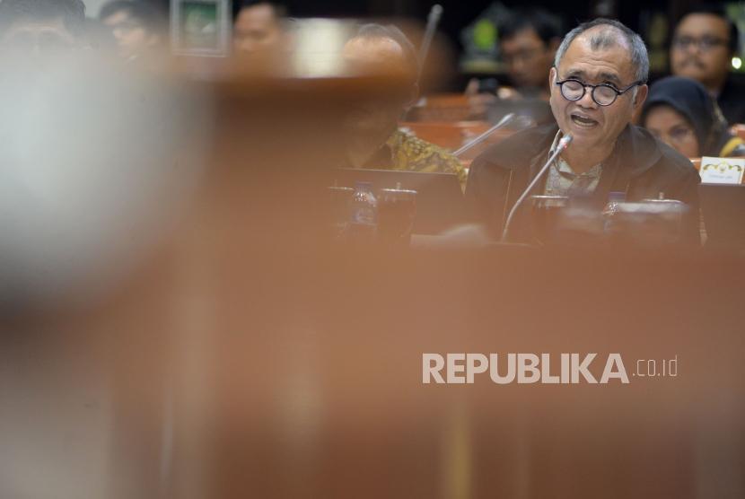 Ketua KPK Agus Raharjo memyampaikan pandangannya sat mengikuti Rapat Dengar Pendapat (RDP) lanjutan dengan Komisi III DPR di Kompleks Parlemen Senayan, Jakarta, Selasa(13/2).