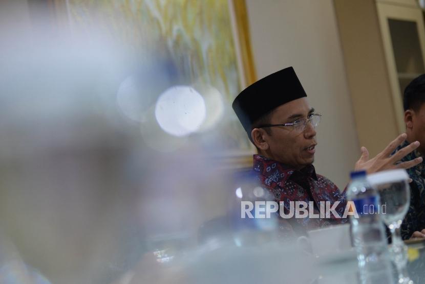 Tokoh Nasional yang juga Gubernur NTB Muhammad Zainul Majdi atau Tuan Guru Bajang (TGB) menyampikan paparannya saat berkunjung ke Kantor Republika, Jakarta, Selasa (17/7).