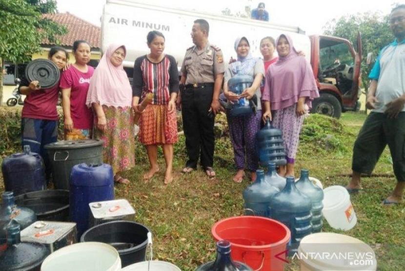 Polres Bogor Beri Bantuan Air Bersih Jelang Pemotongan Kurban