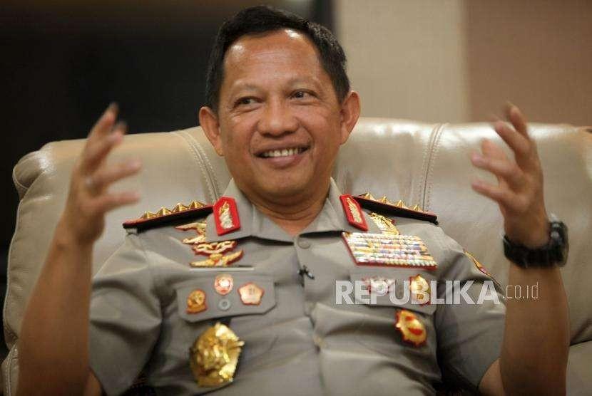 Kapolri Jenderal Pol Tito Karnavian memberikan paparan saat wawancara di kediamannya, Jalan Patimura, Jakarta, Selasa (28/8).