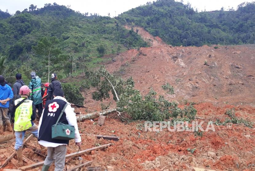 Lokasi longsor di Kampung Cimapag, Desa Sirnaresmi Kecamatan Cisolok, Kabupaten Sukabumi Selasa (1/1).