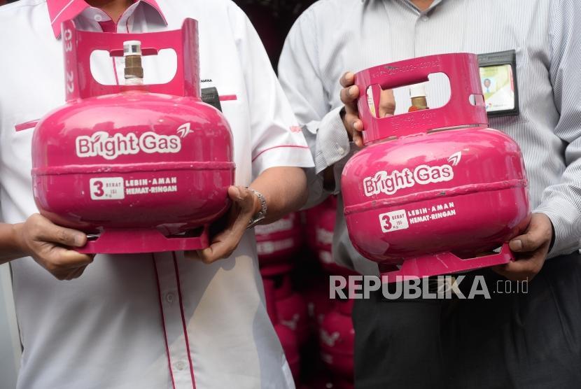 Uji Coba Pasar Bright Gas. Bright Gas tigakilogram (kg) non subsidi saat uji coba pasar di SPBU Coco di Jakarta, Selasa (3/7).