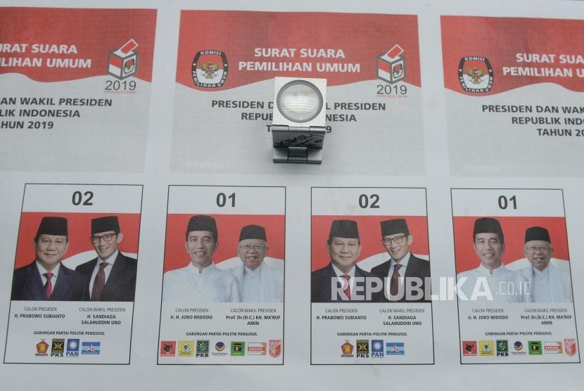 Cetak Perdana Surat Suara Pemilu. Surat suara pemilihan Presiden Pemilu 2019 hasil cetakan perdana di Jakarta, Ahad (20/1/2019).