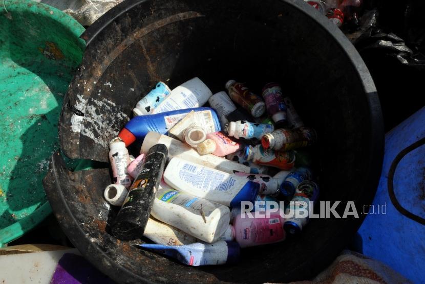 Sampah-sampah plastik yang telah dipilah petugas di bank sampah. (Ilustrasi)
