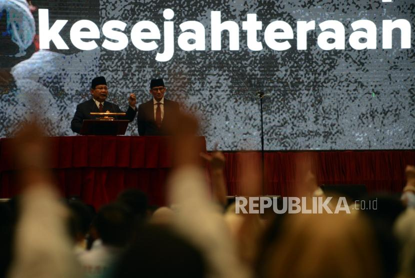 Presidential candidate number 02 Prabowo Subianto accompanied by his running mate, Sandiaga Uno delivers a speech at Jakarta Convention Center, Monday (Jan 14).