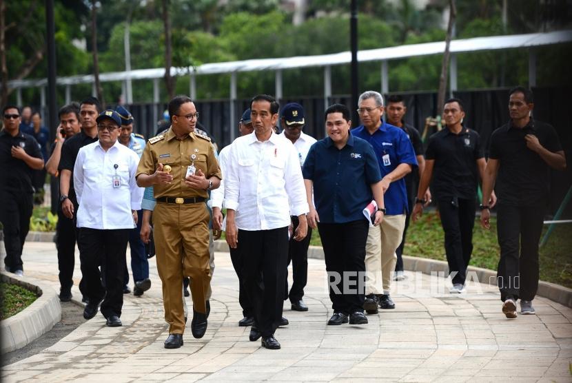 [ilustrasi] Presiden Joko Widodo (tengah) bersama Gubernur DKI Jakarta Anies Baswedan,  dan Ketua INASGOC Erick Thohir (kanan) meninjau kesiapan Wisma Atlet Asian games 2018 di Kemayoran, Jakarta, Senin (26/2).