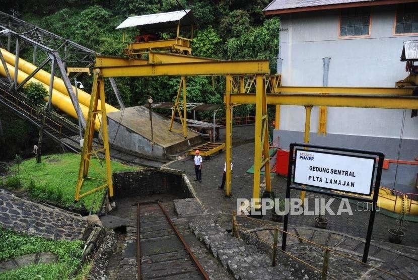 Pembangkit Listrik Tenaga Air (PLTA) LamajanPetugas melakukan penjagaan di Pembangkit Listrik Tenaga Air (PLTA) Lamajan, Pangalengan, Bandung, Jawa Barat, Jumat (5\5).