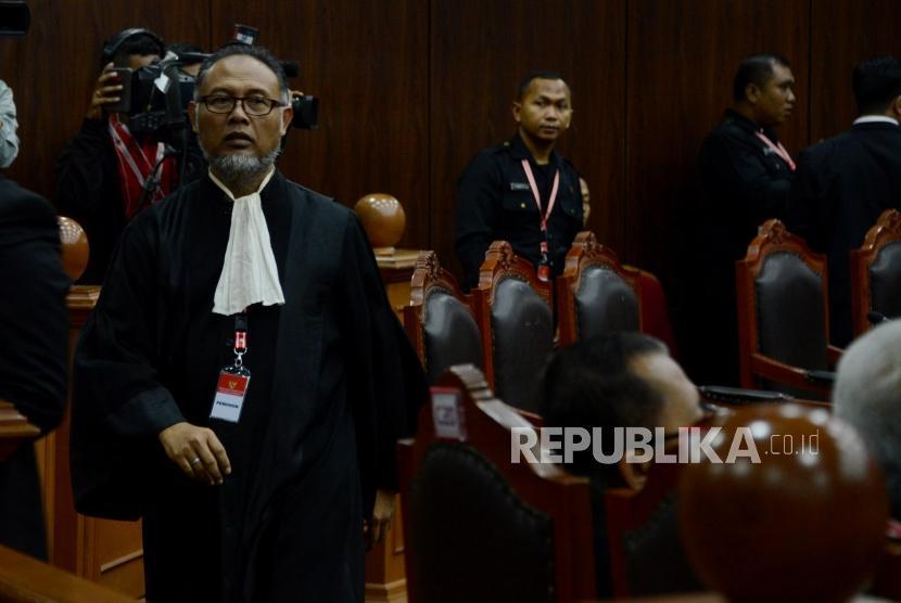 Tim Kuasa Hukum Prabowo-Sandi, Bambang Widjojanto saat menghadiri sidang lanjutan Perselisihan Hasil Pemilihan Umum (PHPU) Pemilihan Presiden (Pilpres) 2019 di Gedung Mahkamah Konstitusi, Jakarta, Rabu (19/6).