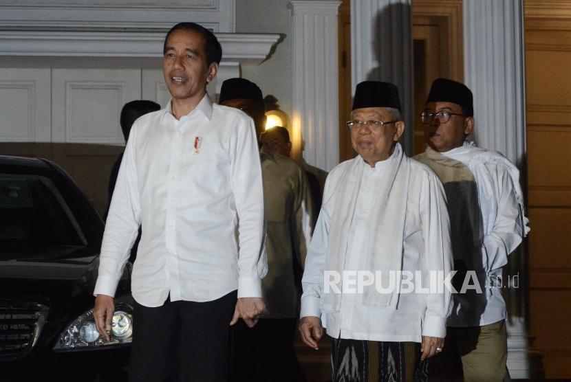 Calon Presiden Joko Widodo (kiri) bersama Calon Wakil Presiden Ma'ruf Amin (kanan).