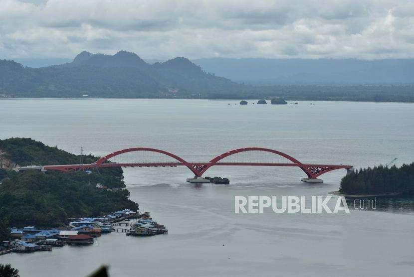 Suasana pembangunan jembatan Holtekamp, di Jayapura, Papua, Sabtu (25/8/).