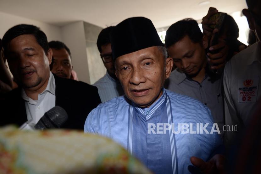 Ketua Dewan Kehormatan PAN Amien Rais tiba untuk melakukan pemeriksaan di Ditreskrimum Polda Metro Jaya, Jakarta, Jumat (24/5).