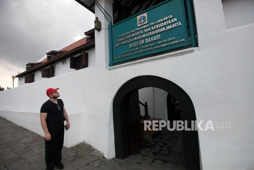 Wisatawan mancanegara mengunjungi Museum Bahari di Penjaringan, Jakarta, Rabu (24/1).