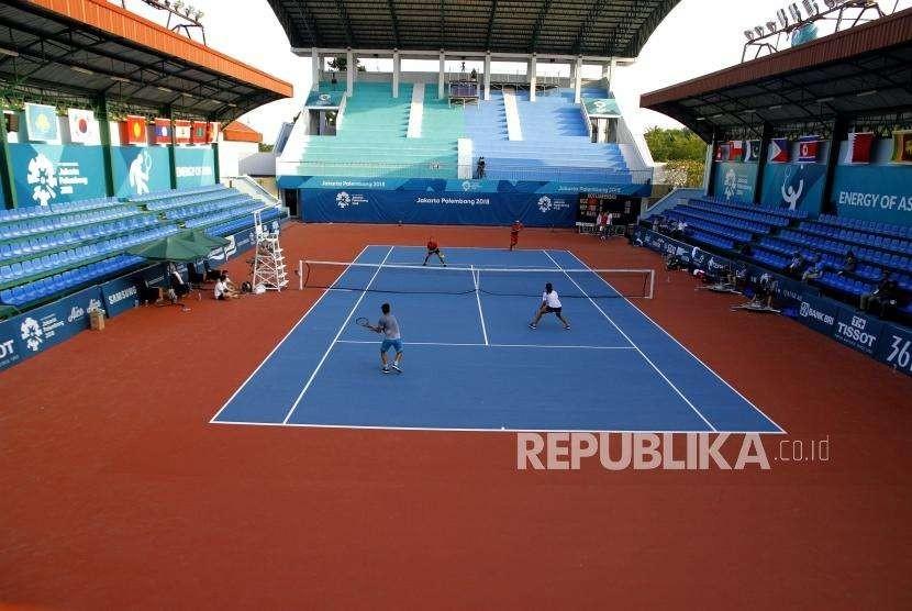 Latihan Tenis Lapangan. Latihan tenis atlet Indonesia di arena Tenis Jakabaring Sport City (JSC), Palembang, Jumat (17/8).