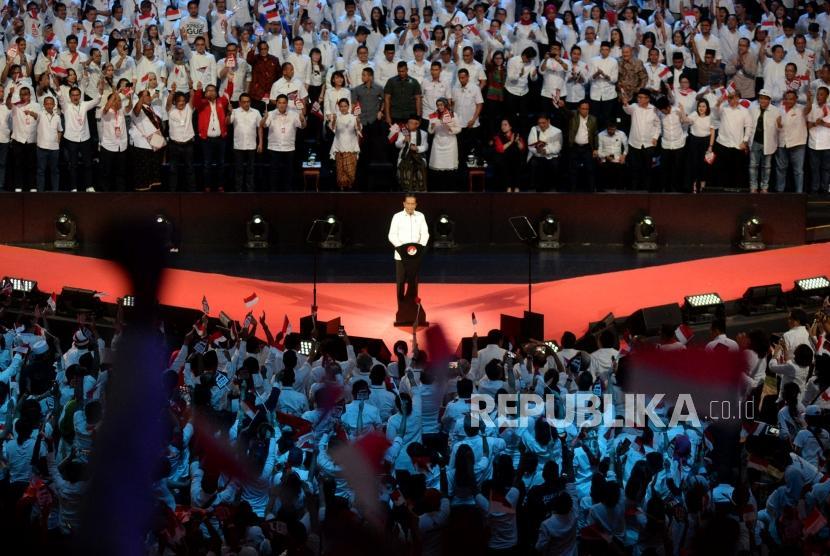 Presiden terpilih Joko Widodo menyampaikan pidato dalam acara Visi Indonesia di Sentul International Convetion Center, Bogor, Jabar, Ahad (14/7).