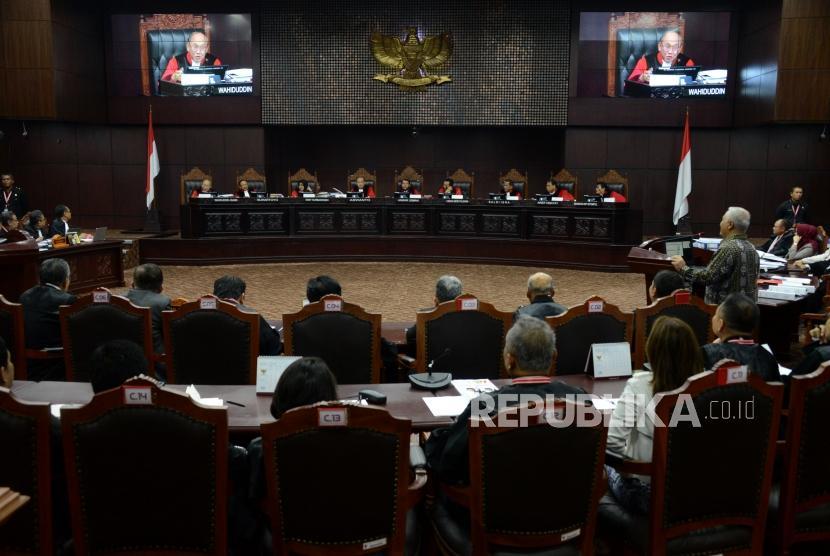 Suasana sidang lanjutan Perselisihan Hasil Pemilihan Umum (PHPU) Pemilihan Presiden (Pilpres) 2019 di Gedung Mahkamah Konstitusi, Jakarta, Kamis (20/6).