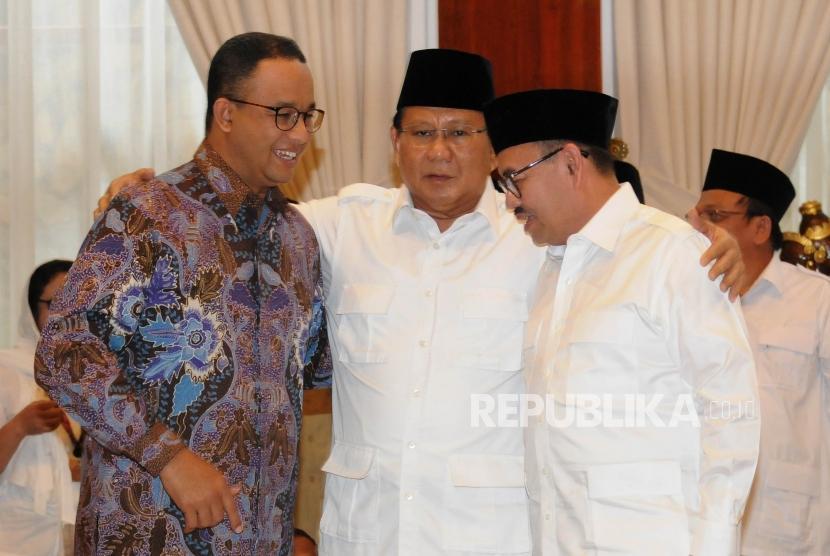 Gubernur DKI Jakarta Anies Baswedan bersama Ketua Umum Partai Gerindra Prabowo Subianto dan Sudirman Said.