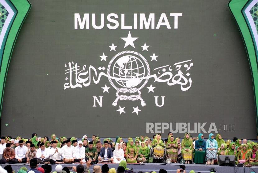 Presiden Joko Widodo mengahdiri Harlah Ke-73 Muslimat NU di Stadion Utama Gelora Bung Karno, Senayan, Jakarta, Ahad (27/1).