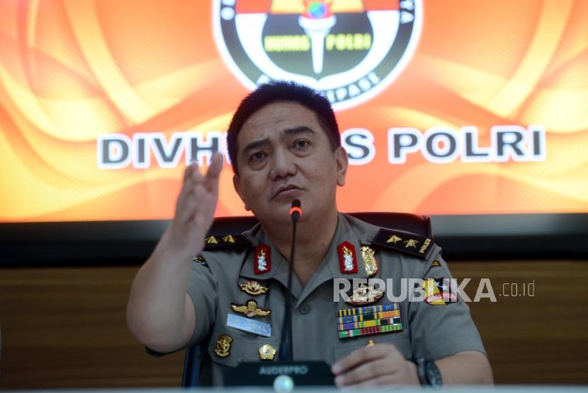 Kadiv Humas Polri Irjen Pol M Iqbal memberikan keterangan pers terkait penangkapan pria berinisial AA atas dugaan penyalahgunaan Narkoba di Mabes Polri, Jakarta, Senin (4/3).