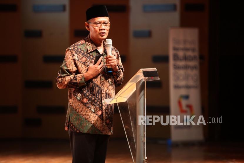 Ketua Umum PP Muhammadiyah Haedar Nashir memberikan paparannya saat acara Festival Dialog Generasi Muslim Milenial di Jakarta, Selasa (31/7).