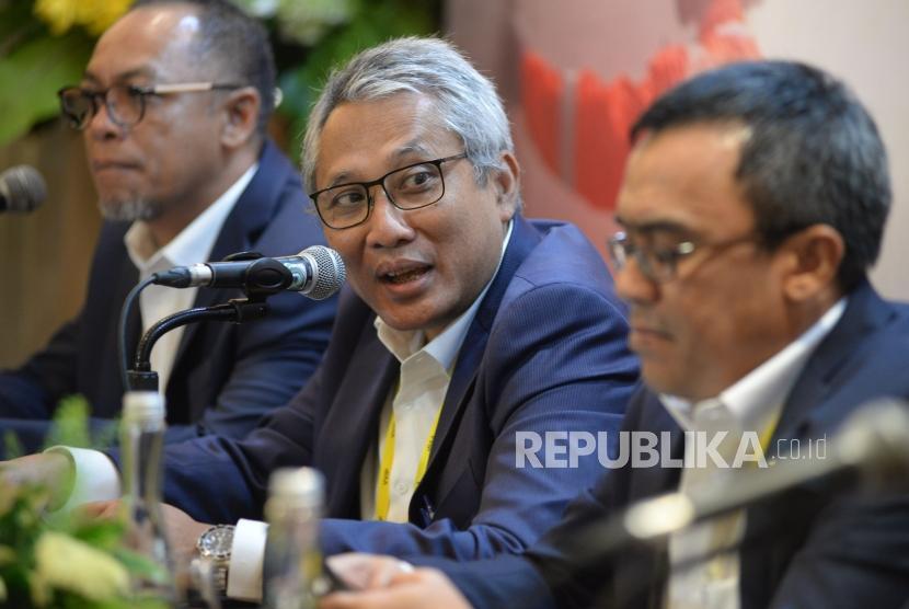 Dirut PGN Gigih Prakoso bersama Direksi memberikan keterangan usai melaksanakan Rapat Umum Pemegang Saham (RUPS) Tahuan 2019 di Jakarta, Jumat (26/4).