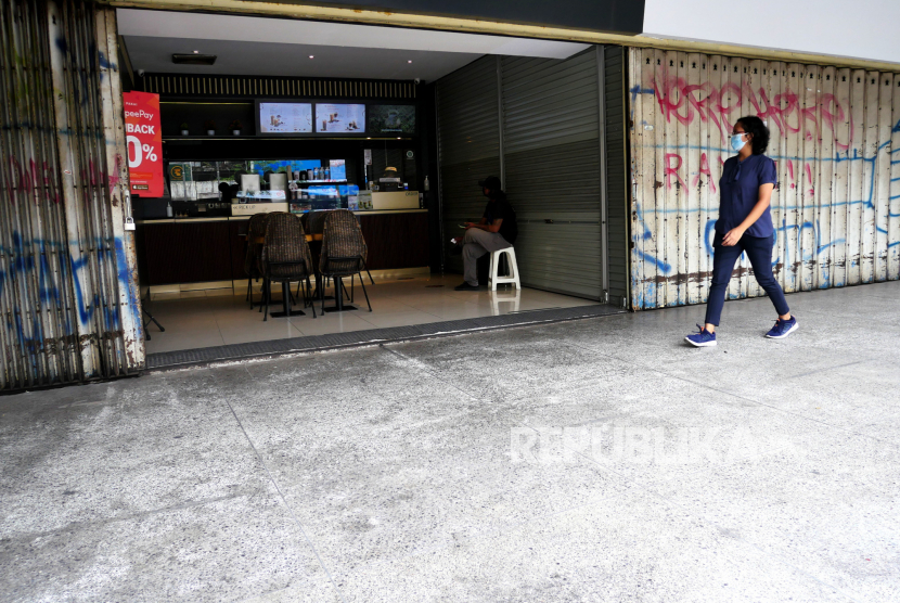 Ojek online memesan minuman kopi di salah satu gerai yang buka, Malioboro (ilustrasi)