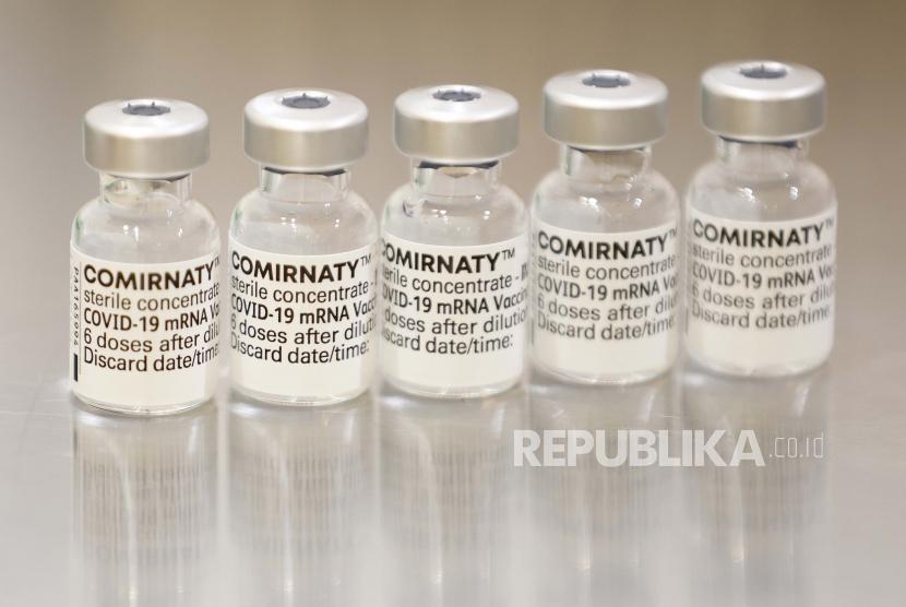 Vaksin Covid-19 Comirnaty produksi Pfizer-BioNtech diberikan dengan dosis 10 mikrogram untuk anak usia lima hingga 11 tahun.
