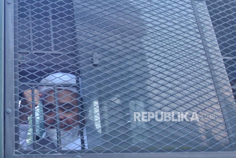 Terdakwa kasus dugaan pelanggaran karantina kesehatan   Habib Rizieq Shihab (HRS)