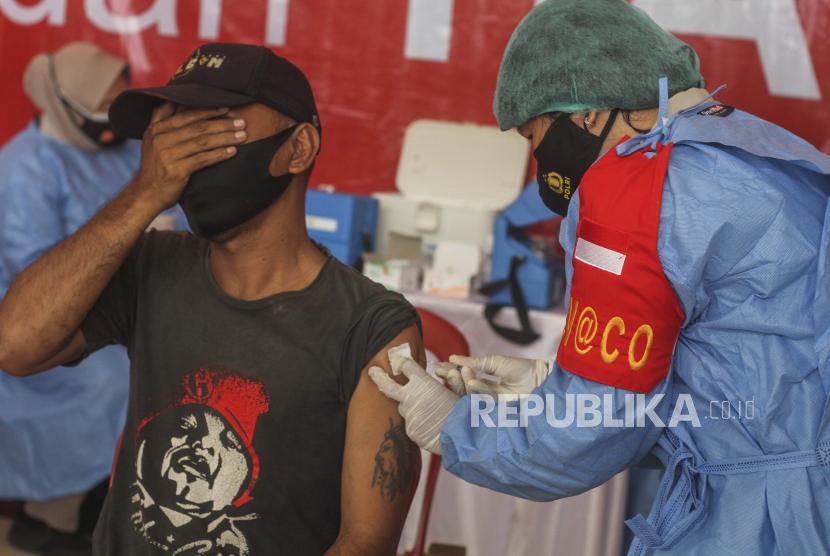 Polresta Malang Vaksinasi Warga yang Urus SIM (ilustrasi).