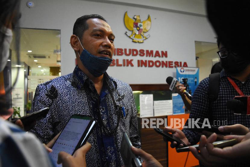 Wakil Ketua KPK Nurul Ghufron menjawab pertanyaan wartawan usai memberikan klarifikasi terkait asesmen tes wawasan kebangsaan (TWK) pegawai  KPK di Gedung Ombudsman RI, Jakarta, Kamis (10/6/2021). Ombudsman RI memanggil pimpinan KPK untuk memberikan klarifikasi terkait dugaan maladministrasi dalam penyelenggaraan TWK sebagai syarat alih status pegawai KPK menjadi ASN.