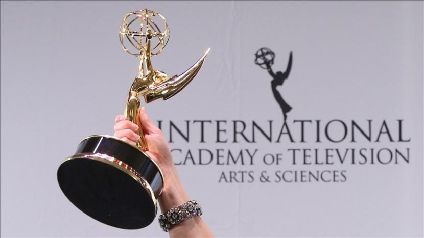 Serial The Crown dianugerahi penghargaan Serial Drama Terbaik di Emmy Awards.