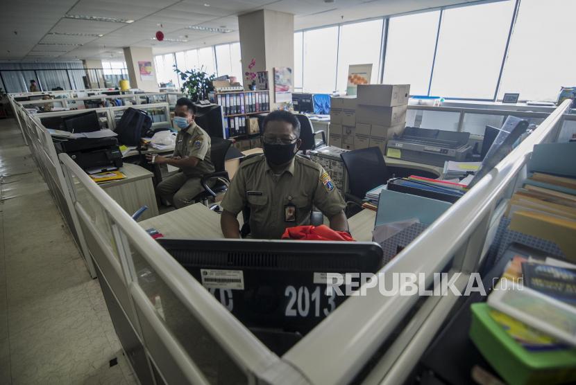 Pegawai Negeri Sipil (PNS) Pemerintah Provinsi (Pemprov) DKI Jakarta (ilustrasi).