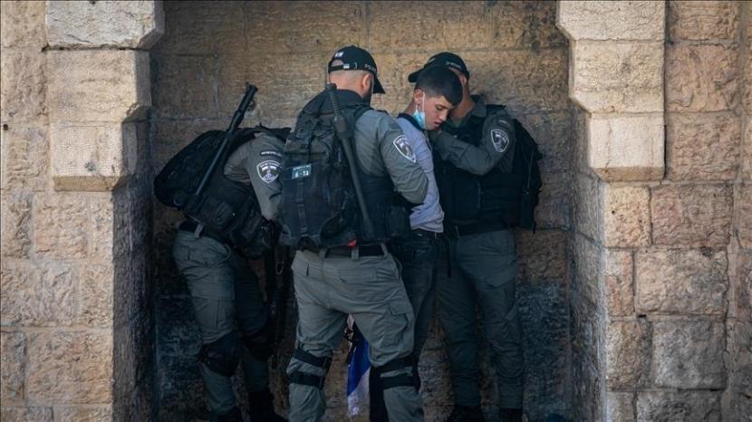 Tentara Israel menangkap tiga remaja dari kamp pengungsi Aida pada Sabtu (12/6).
