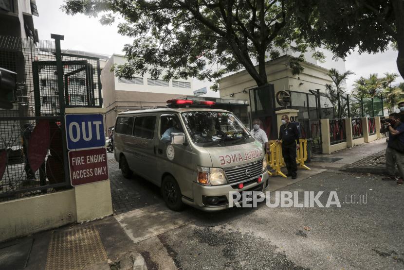Ambulans yang diduga membawa pasien Covid-19 (ilustrasi)
