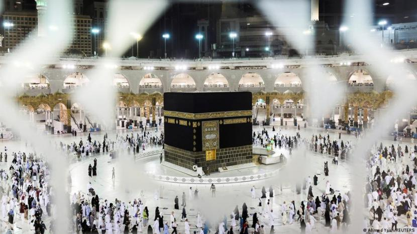 Arab Saudi Izinkan Kapasitas Penuh di Masjid Mekah-Madinah