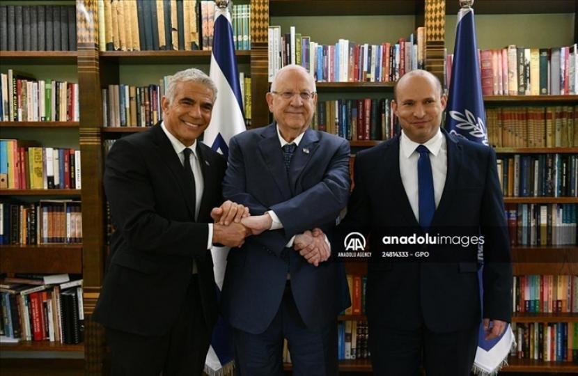 Indonesia menilai tidak ada dampak signifikan dari pergantian kepemimpinan tersebut bagi Indonesia karena tidak memiliki hubungan diplomatik dengan Israel - Anadolu Agency