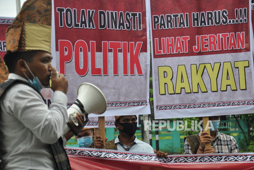 Sejumlah massa meminta kepada partai politik untuk menolak politik dinasti dalam proses pencalonan menjelang pilkada serentak 2020. (Ilustrasi)