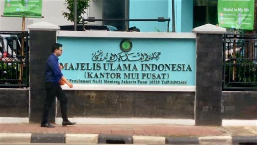 Berbagai elemen di Indonesia menolak langkah-langkah Israel untuk menjalin hubungan diplomatik resmi dengan Indonesia.