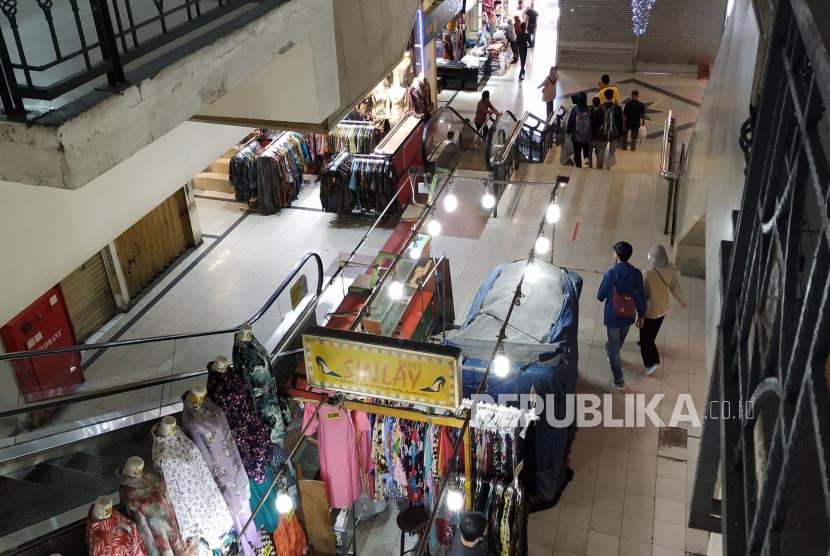 Setelah sebelumnya tutup saat PPKM, pusat perbelanjaan Pasar Baru Kota Bandung, kini diperbolehkan buka, Ahad (1/8).