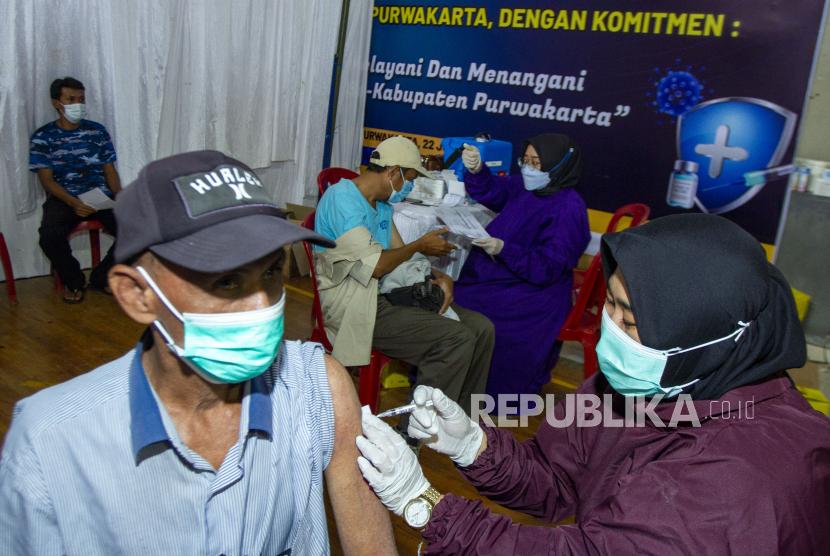Purwakarta Targetkan 50 Persen Lebih Penduduk Divaksin (ilustrasi).