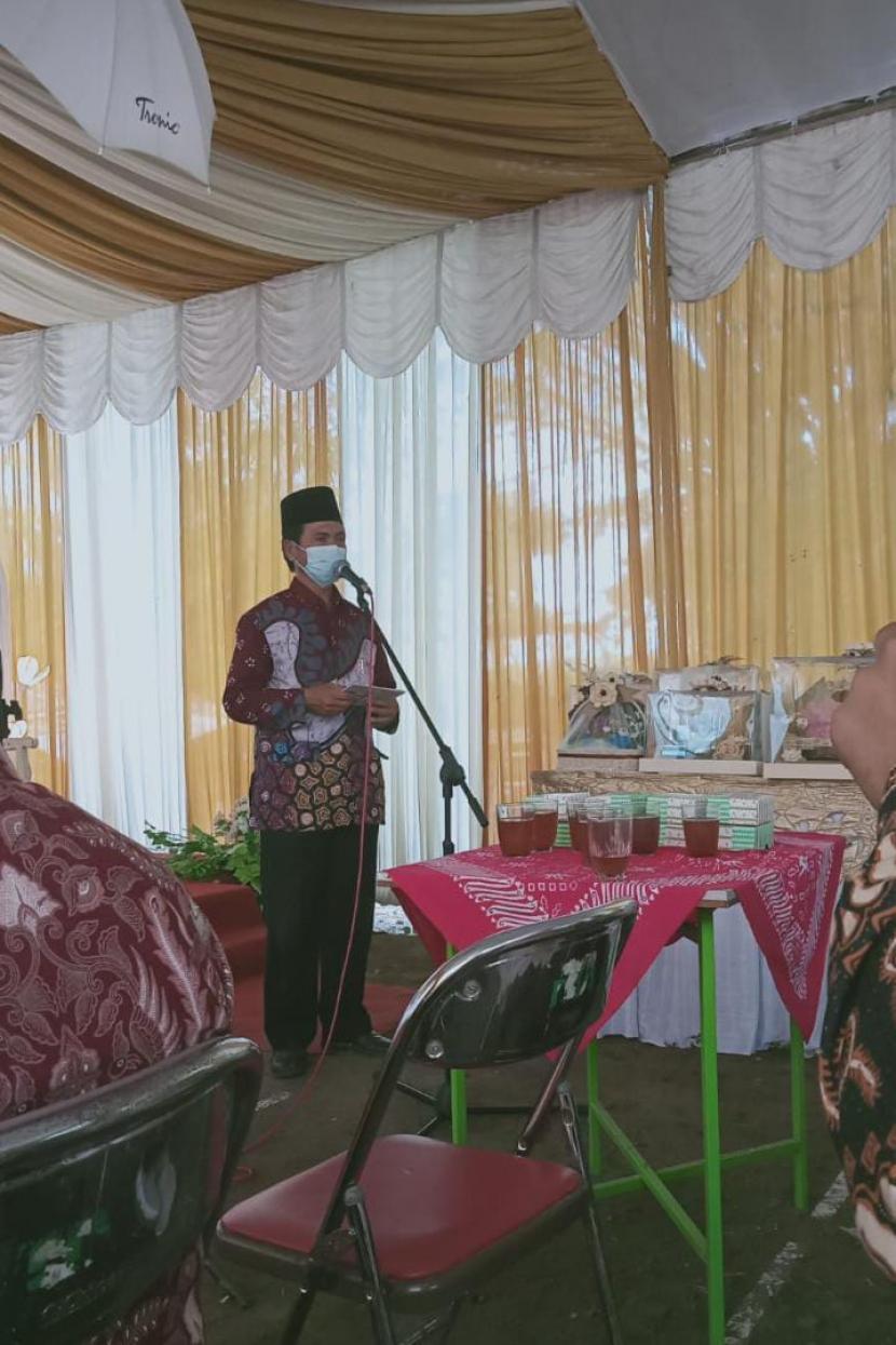 Pranatacara adalah pembawa acara yang menggunakan Bahasa Jawa.