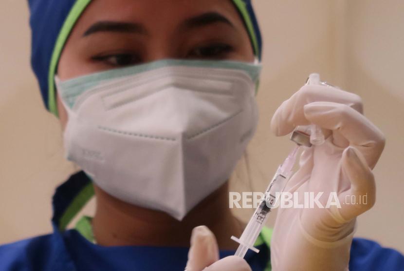 Satgas Penanganan COVID-19 Jawa Barat (Jabar) menyatakan hingga 24 Juli 2021, jumlah masyarakat Jabar yang telah mendapat vaksinasi COVID-19 dosis pertama sebanyak 5.371.920 orang.